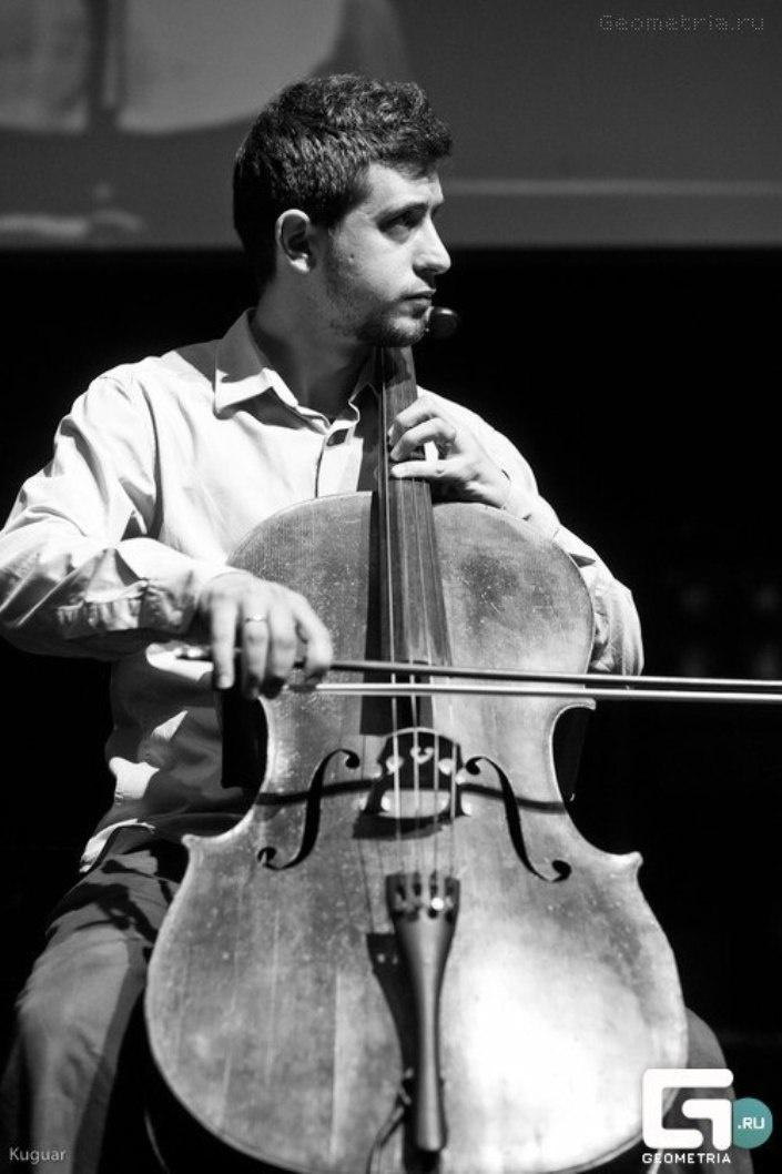 http://www.circassiancenter.com/cc-turkiye/sanat/muzik/MuratKabardokov/06.JPG
